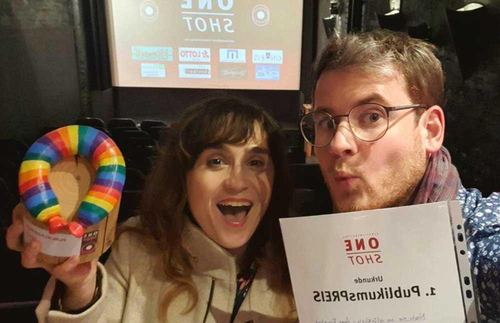"""Anne Rieckhof gewinnt den 1. Publikumspreis für """"Noch nie so glücklich"""" beim One Shot Festival"""